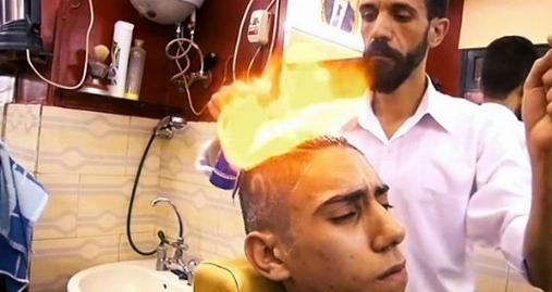 سلمانی با آتش به جای استفاده از قیچی؛ هرگز این کار را در خانه انجام ندهید!
