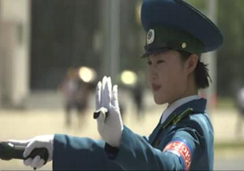 فیلمی جالب از زنان پلیس راهنمایی و رانندگی در کره شمالی