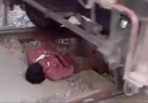 اقدام جنون آمیز یک مرد در زیر قطار