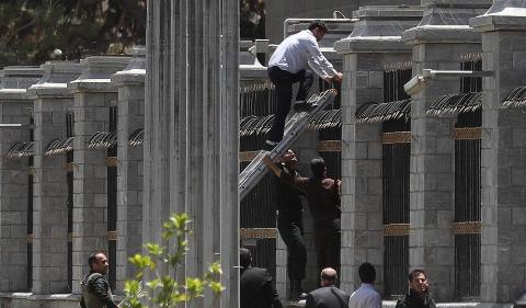 تیراندازی نماینده مجلس به سمت داعشی ها