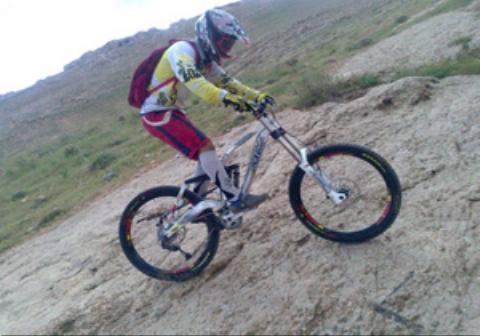 شکستن انگشت دوچرخه سوار به خاطر شوخی نابجا