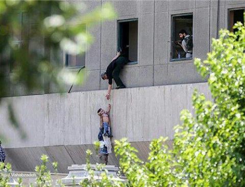 کودکی که در حمله تروریستی مجلس، جهانی شد