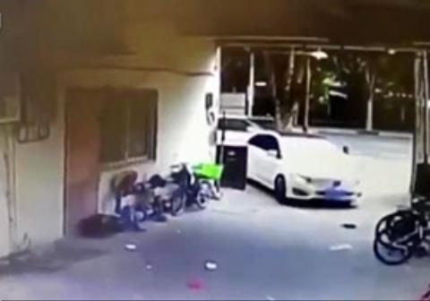 پارک کردن خودرو به شیوه زنانه!