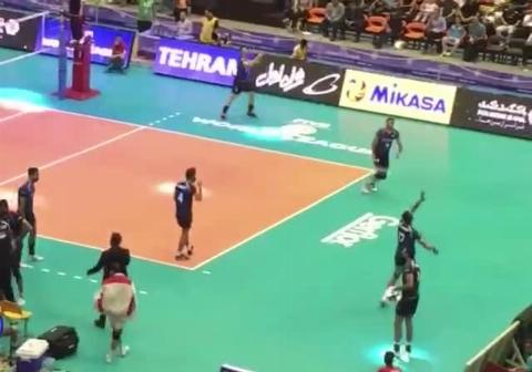 خوانندگى گروه پازل بند، بين ست های تیم ملی والیبال ایران