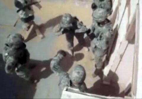 حرکت ناشیانه یک سرباز حین پرتاب نارنجک!