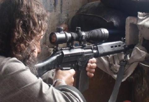 ویدئویی از شلیک تک تیراندازان داعش به مردم در حال فرار