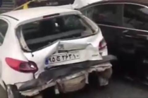 تصادف زنجیرهای پرخسارت در خیابان ولنجک