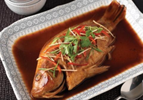 خوردن ماهی زنده توسط چینیها! (۱۸+)