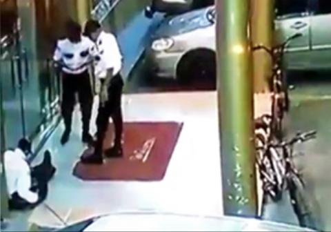 مامور امنیتی یک رستوران هنگام شوخی با همکارش او را کشت!