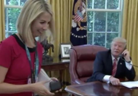 خبرنگار مو بلوندی که مورد توجه ترامپ قرار گرفت