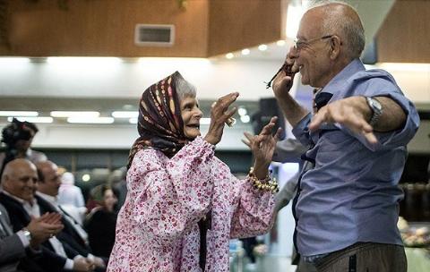 رقص، ورزش،بازی و خنده؛ اولین مهد پیرمرد و پیرزن های ایرانی در تهران/اینجا هیچ سالمندی احساس تنهایی و افسردگی نمی کند/اختصاصی تی وی پلاس