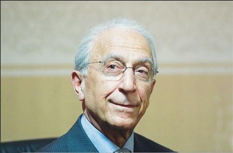 پدر مازندرانی برای درمان بیماری فرزندش از پروفسور سمیعی  درخواست کمک کرد