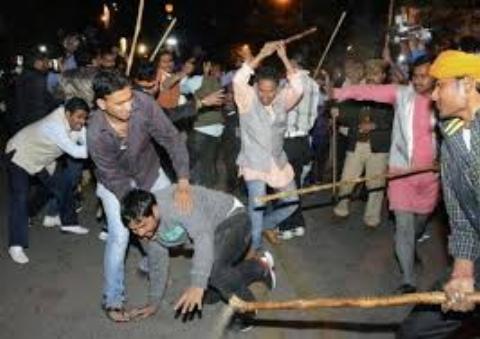 نزاع خیابانی چند جوان، به صحنه تمام عیار، شبیه فیلمهای اکشن مبدل گشت