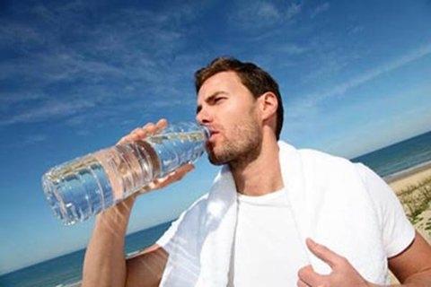 نوشیدن آب حین ورزش آسیب رسان است یا مفید؟