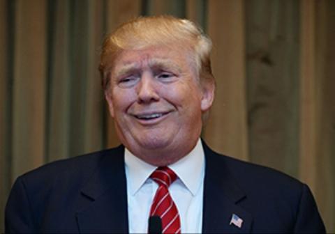 وقتی ترامپ سر یک سرباز کلاه گذاشت!