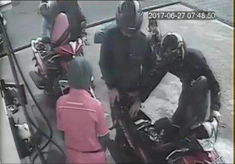 زیر گرفتن یک کودک در پمپ بنزین