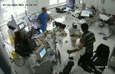 ویدیوی وحشتناک به آتش کشیدن یک بیمار در بیمارستان