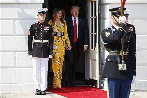 هجوم آمریکایی ها به فروشگاه ها برای خرید لباس میلیونی ملانیا همسر دونالد ترامپ