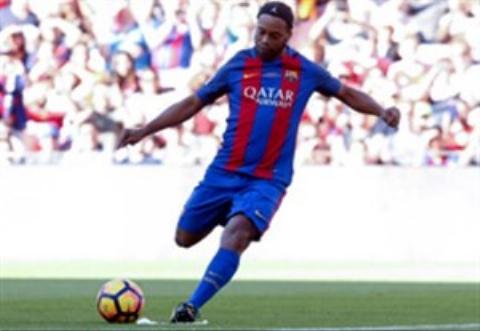 خلاصه بازی زیبا و خاطره انگیز پیشکسوتان بارسلونا 1-3 پیشکسوتان منچستریونایتد