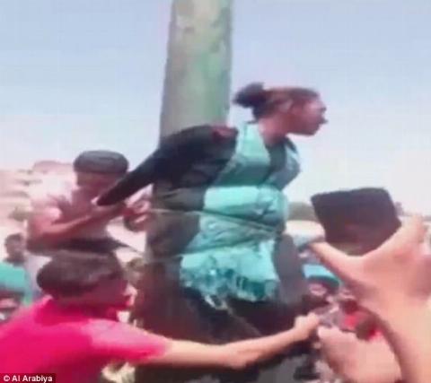 13 مرد یک زن بی گناه را به طرزی وحشیانه شکنجه دادن