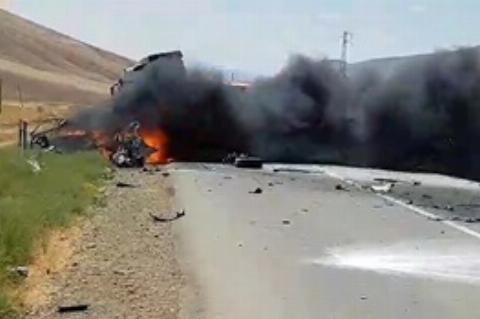 تصادف شدید پژو ۲۰۶ با تریلی در سه راهی خروسلو