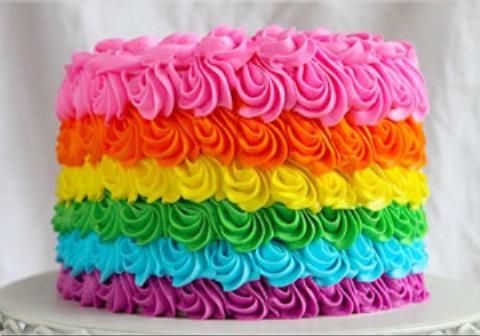 مهندس اسپانیایی کیک شش طبقه ای طراحی کرد که مشتریان زیادی به خود جلب کرد