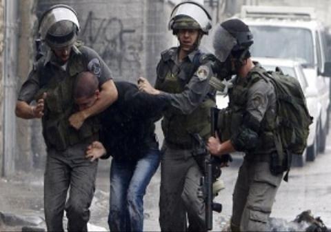 حمله وحشیانه سرباز صهیونیست به نمازگزار فلسطینی