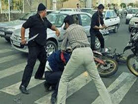 درگیری در میدان سبلان مشکین شهر در روز روشن/ از کشته شدن فرد مضروب اطلاعاتی در دست نیست!(+16)