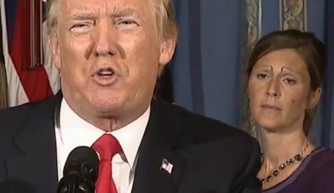 چهره عجیب یک زن در سخنرانی ترامپ حاشیه ساز شد