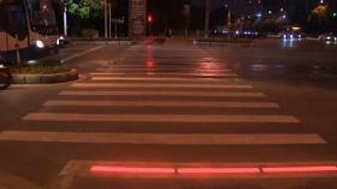 خیابان مخصوص موبایل به دست ها در چین!