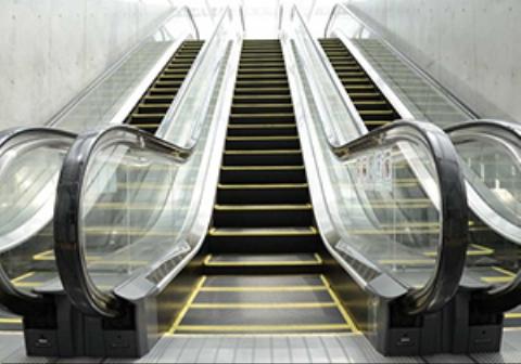 بلعیده شدن وحشتناک یک مرد توسط پله برقی | تی وی پلاس