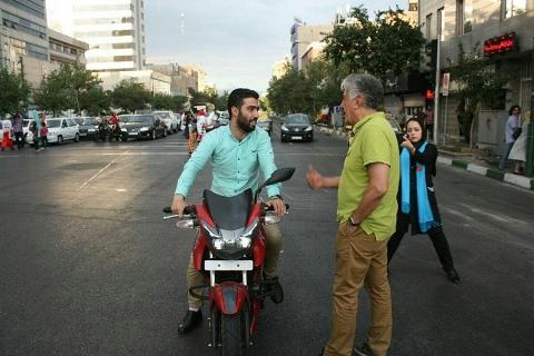 تلاش رضا کیانیان برای اصلاح رفتارهای ترافیکی در خیابانهای تهران
