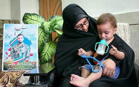 نخستین اظهارات همسر شهید حججی محسنم عاشق امام خامنهای بود/ سرش رفت تا روسری نرود/ اشک بیهدف نمیریزم تا دشمن شاد نشویم