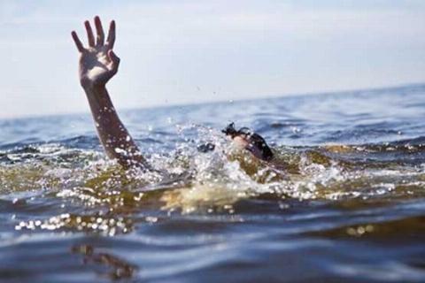 لحظه دردناک غرق شدن دو دختر جوان در دریا
