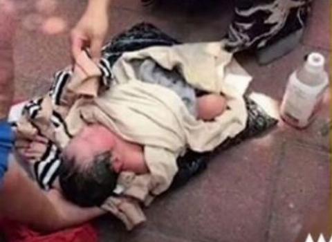 مادر چینی نوزادش را با پیک موتوری به پرورشگاه فرستاد!