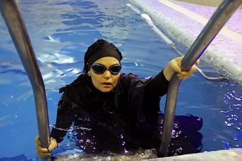 زن شناگر ایرانی چطور نام خود را در گینس ثبت کرد؟
