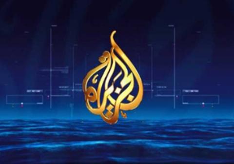 لباس نامتعارف کارشناس الجزیره حین مصاحبه اسکایپی