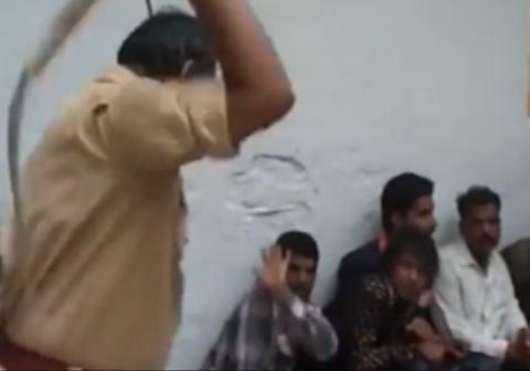 کتک زدن بیرحمانه زندانیان به دست پلیس