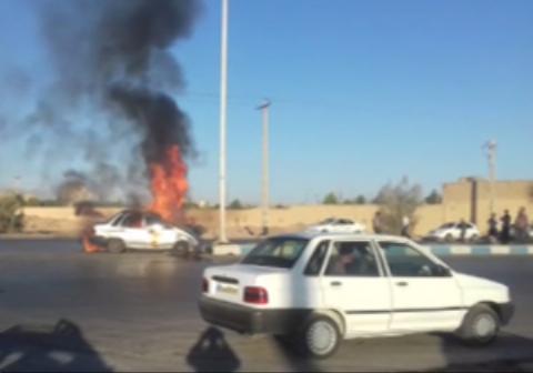 آتش گرفتن یک پراید پس از تصادف