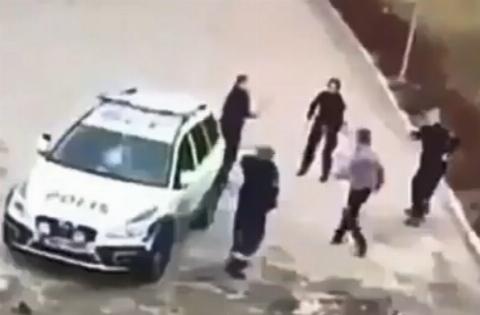 حمله یک مرد به 4 پلیس زن!