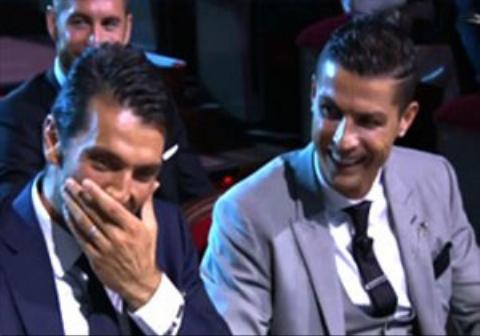 شوخی جالب رونالدو با بوفون در مراسم بهترین های اروپا