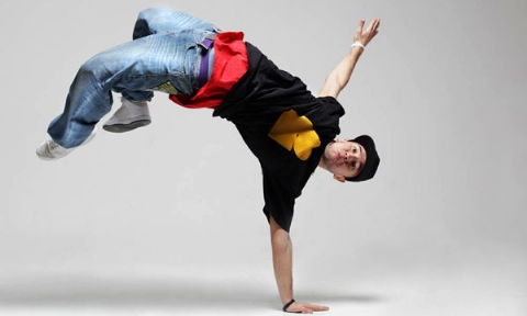 شوی رقص مختلط در تهران؛ حاشیه های برپایی کلاس رقص های غیرمجاز زومبا در باشگاه های بدنسازی یا منازل شخصی!/چرا زومبا در ایران ممنوع شده است؟!