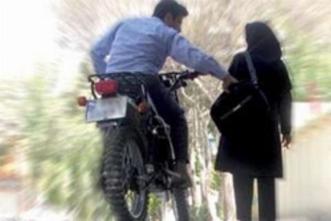 ویدیو اعترافات جوان مبتلا به بیماری روانی که بخاطر هیجان  از خانم های تهرانی کیف قاپی می کرد