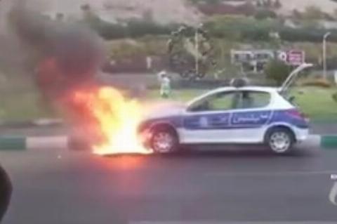 آتشسوزی ماشین پلیس حوالی برج میلاد