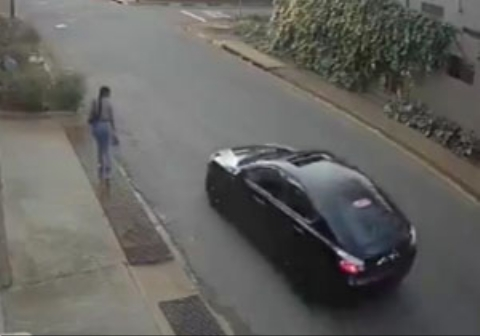 لحظه خفت گیری از دختر جوان در خیابانی خلوت