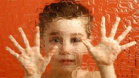 پسر اوتیسمی سالها توسط خانواده بی رحم اش زندانی بود
