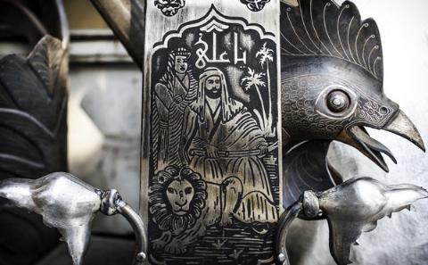 این علامت 900 میلیون تومانی تمام طلا، گرانقیمت ترین عَلم ایران است/چرخی در قدیمی ترین کارگاه علامت سازی ایران به مناسبت دهه محرم/تی وی پلاس تقدیم می کند
