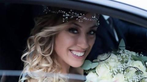 این دختر خودشیفته عجیب ترین ازدواج دنیا را به نام خود ثبت کرد