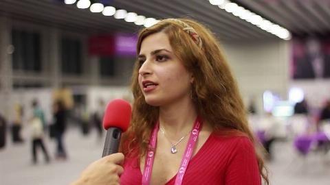 کشف حجاب دختر معروف ایرانی به طمع پناهندگی در آمریکا/ بهانه عجیب شطرنج باز خبرساز