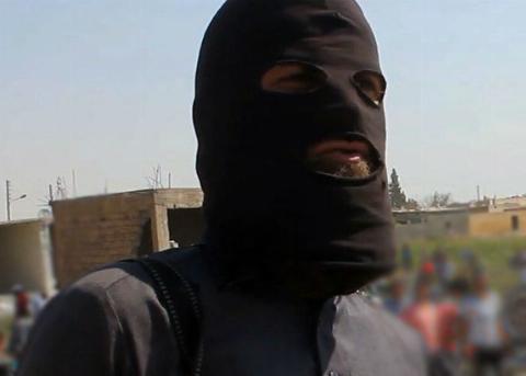 لحظه لو رفتن داعشی بزدل که پشت درختان مخفی شده بود